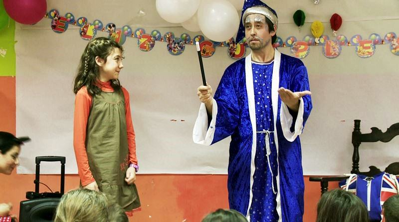 Childrens Birthday Party Entertainers Birmingham Magician AEIOU - Childrens birthday party entertainers london