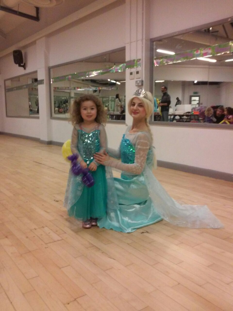 Childrens Birthday Party Entertainers Birmingham Frozen AEIOU - Childrens birthday party entertainers london