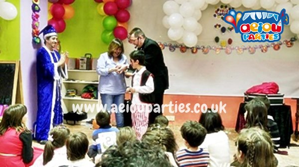 Children Birthday Party Entertainers Manchester AEIOU Kids Club - Childrens birthday party entertainers london