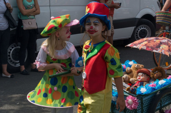 find Different clown makeup ideas for kids costumes